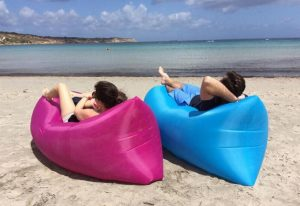 air-couch-sofa-lounger-inflatable-nz-couple